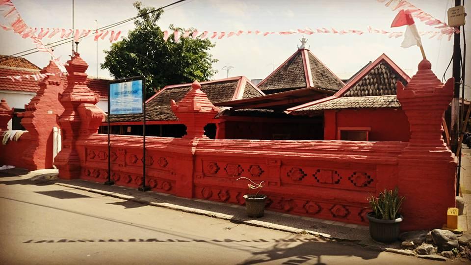 Masjid Merah Panjunan Dan Wujud Akulturasi Antar Budaya Aris Heru